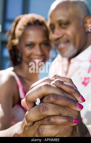 Paar Angeberei Verlobungsring - Stockfoto