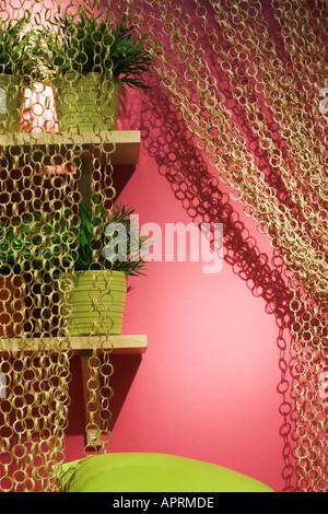 Rosa Wand und Vorhang - Stockfoto