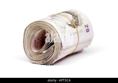 Rolle von zwanzig Pfund Sterling Banknoten auf weißem Hintergrund - Stockfoto