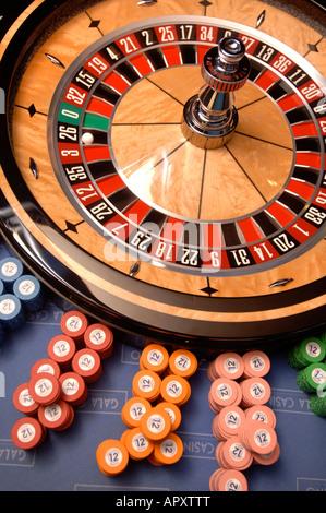 EIN ROULETTE-RAD IN EINEM CASINO - Stockfoto