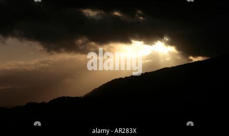 Die Sonne geht über den Hügeln von Nord-Wales. - Stockfoto