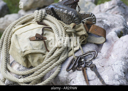 Rucksack Kletterausrüstung : Traditionelle kletterausrüstung rucksack seil karabiner und
