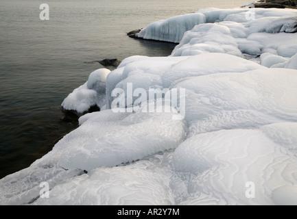 Eis am oberen See Ufer, Stoney Point, Minnesota USA - Stockfoto