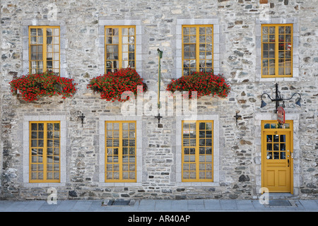 Typische Gebäude aus Stein in Unterstadt im alten Quebec Stadt, Quebec Kanada gefunden. - Stockfoto