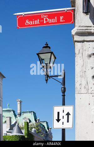 Straßenschild der Rue Saint Paul E an der Seite eines Gebäudes in Old Montreal Montreal Quebec Kanada - Stockfoto