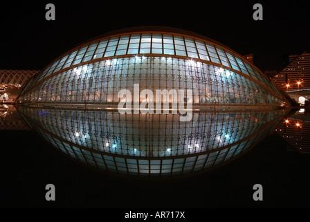 L'Hemisfèric in der Stadt der Künste und Wissenschaften in Valencia, Spanien - Stockfoto