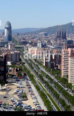 Spanien Barcelona Avinguda Diagonal kreuzt Stadt führt hier zu neu entwickelten Bereich und das Forum Sagrada Familia - Stockfoto