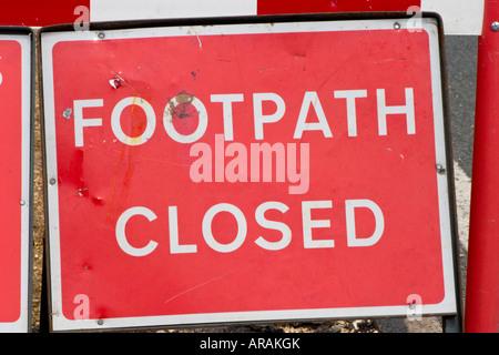 Wanderweg geschlossen Schild an Baustellen - Stockfoto