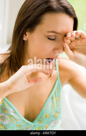 Mädchen, Gähnen - Stockfoto