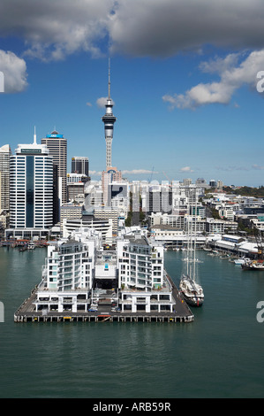 Hilton Hotel Princes Wharf Auckland CBD und Sky Tower Nordinsel Neuseeland Antenne - Stockfoto