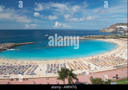 Playa de Los Amadores in der Nähe von Puerto Rico auf Gran Canaria auf den Kanarischen Inseln. - Stockfoto