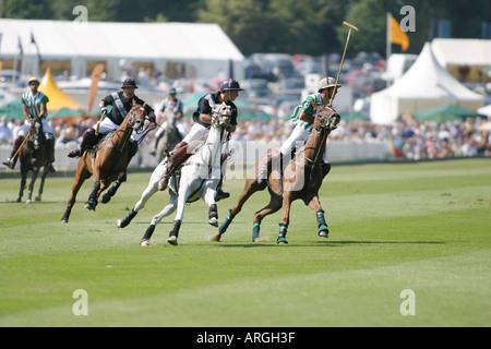 Endgültige Veueve Clicquot Gold Cup Polo im Cowdray Polo Club, Dubai gewinnen gegen Schwarz trägt Juli 2005 - Stockfoto