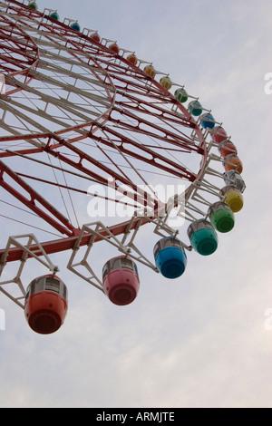 Sky Wheel-Riesenrad auf Palette Town auf Odaiba Insel Tokio Japan - Stockfoto