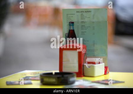 Menü und Tisch in einem spanischen Street Café in Puerto De La Cruz-Teneriffa-Kanarische Inseln-Spanien - Stockfoto