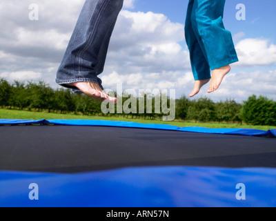 Junges Mädchen Füße Vater Füße - Stockfoto