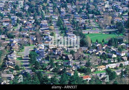 Ansicht der Häuser von Mt Douglas, Victoria, Vancouver Island, British Columbia, Kanada. - Stockfoto