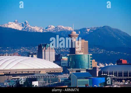 Skyline der Innenstadt von Gebäuden mit BC und GM Place, Vancouver, Britisch-Kolumbien, Kanada. - Stockfoto