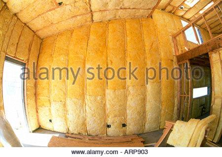 R30 R15 und R38 Isolierung im neuen Loft-Stil Haus im Bau Tucson Arizona installiert - Stockfoto