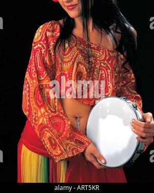 Bauchtänzerin mit einem Tamburin - Stockfoto