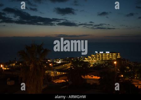 Teneriffa Puerto de Santiago Nachtansicht mit Hotel Barcelo Santiago - Stockfoto