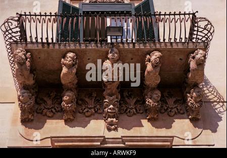 Sizilien geschnitzt Unterstützung für Balkon im Palazzo Nicolaci Noto - Stockfoto