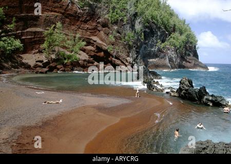 Abgeschiedenen Kaihalulu Strand.  Besser bekannt als Red Sand Beach. Befindet sich in der Stadt in der Nähe von - Stockfoto