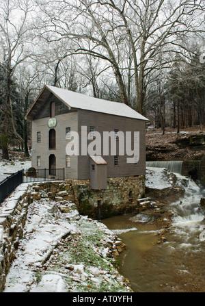 Becks Mühle und Wasser aus der Höhle Frühling im Winter Washington County Indiana - Stockfoto