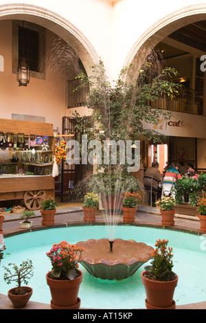 Plaza Del Baratillo, Baratillo Square, Brunnen, bunten ...