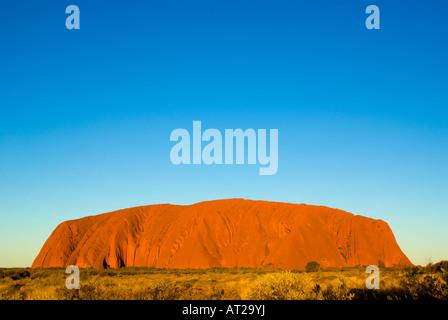 Uluru (Ayers Rock) im Outback Australien, am Nachmittag leichte genommen - Stockfoto