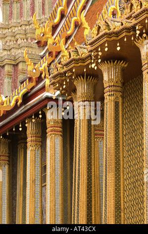 Mosaik verkrusteten Wand des Phra Mondop Bibliotheksgebäude auf dem Gelände des Grand Palace Bangkok Thailands - Stockfoto