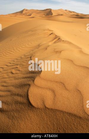 Die Sanddünen der Sahara-Wüste in Erg Chebbi in der Nähe von Dorf Merzouga in Marokko, Nordafrika - Stockfoto