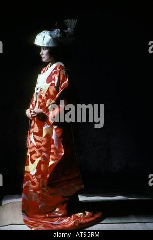 Japanische Braut gekleidet in traditionellen Brautkleid (Kimono ...