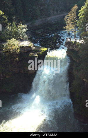 Saut du Doubs, einem imposanten Wasserfall am Fluss Doubs an der französisch-schweizerischen Grenze - Stockfoto