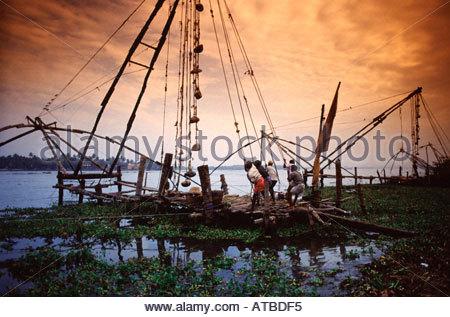 Traditionellen chinesischen Fischernetze in Cochin Kerala Zustand Südindien - Stockfoto