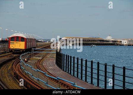 Die Insel nur Zug, der Ryde und Ventnor an der Ostküste auf der Isle Of Wight, Großbritannien dient. - Stockfoto