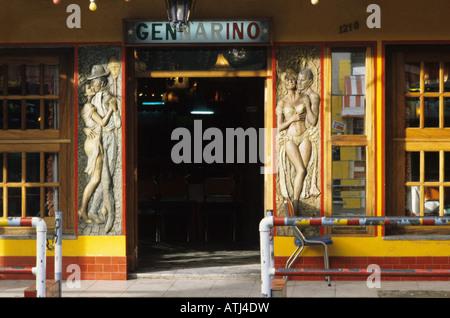 Der Eingang zum berühmten Gennarino Club in La Boca, Buenos Aires, Argentinien - Stockfoto