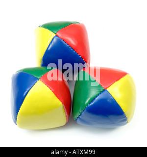 Bunte jonglieren Bean Übungsbälle auf weißem Hintergrund - Stockfoto