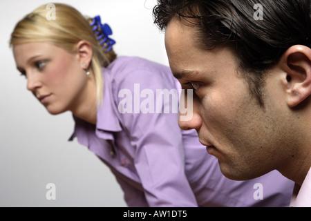 Junge Bewölkung und Frau diskutieren - Stockfoto
