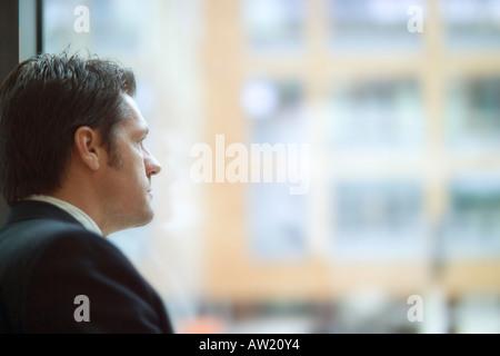 Mann auf der Suche - Stockfoto