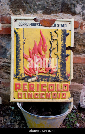 Italienischen Feuer Gefahrenzeichen (Pericolo d'incendio Segno) - Stockfoto