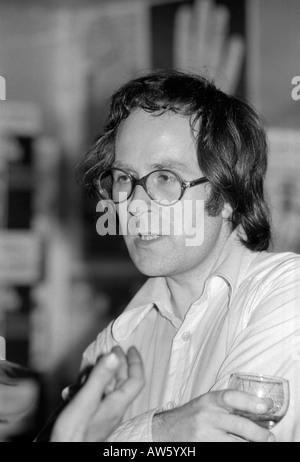 Architekt Sir Peter Cook von Archigram Architekten an der Architectural Association ICA Sommersession London 1972 - Stockfoto