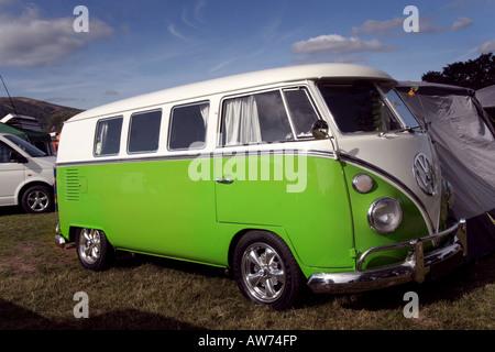 Der Volkswagen Kombi Camper Van ist ein Nutzfahrzeug, die Klassiker und Kult-Status, während seiner Herstellung - Stockfoto