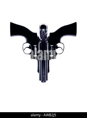 3 Magnum Waffen gedreht und positioniert auf kreative Weise zu einem Gesicht oder Schädel - Stockfoto
