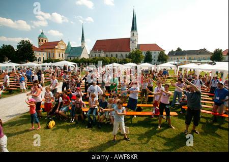 Kinder und Familie-Forum auf dem Kapellplatz (Kapelle Platz) in Altötting, Upper Bavaria, Bayern, Deutschland, Europa - Stockfoto