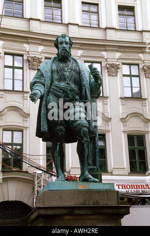 Deutschland, Bayern, nördlichen Schwaben, Augsburg, bronze-Statue von Jakob Fugger (bekannt als die Rich One), Händler - Stockfoto