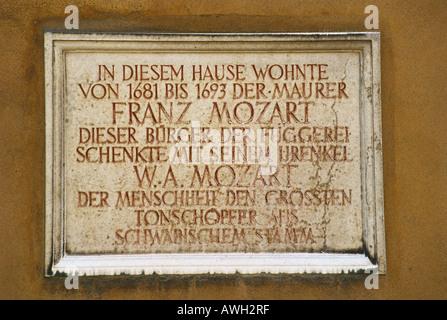 Deutschland, Bayern, nördlichen Schwaben, Augsburg, Gedenktafel für Franz Mozart, einmalige Bewohner der Fuggerei - Stockfoto