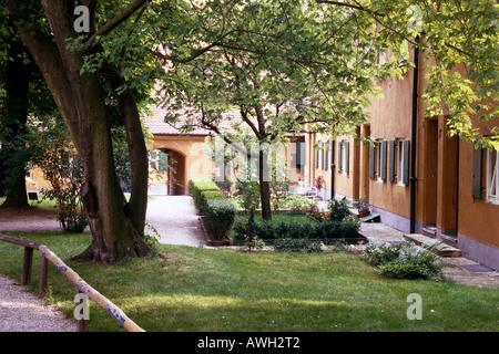 Deutschland, Bayern, nördlichen Schwaben, Augsburg, abgeschiedenen Gärten auf Rückseite der Fuggerei Häuser - Stockfoto