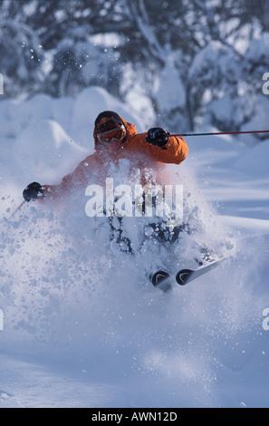 Skifahren im Tiefschnee in Thredbo Australien Mann - Stockfoto