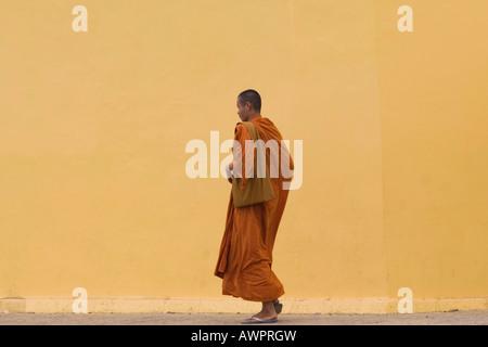 Buddhistischer Mönch, Phnom Penh, Combodia, Asien - Stockfoto