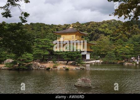 Kinkakuji Tempel auch bekannt als der goldene Pavillon Kyoto-Japan - Stockfoto